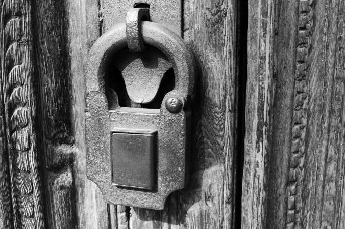 lock B&W